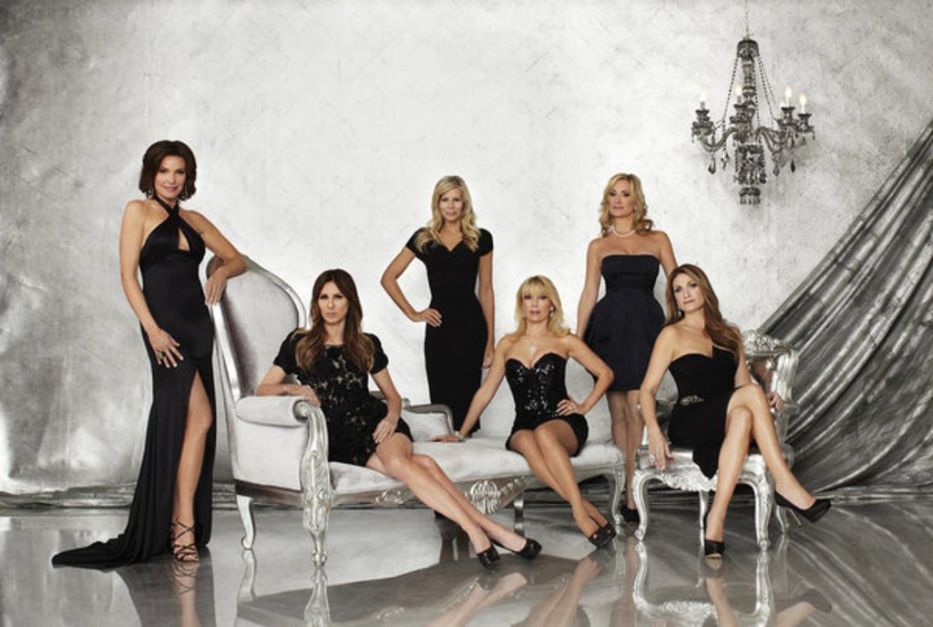THE REAL HOUSEWIVES OF NEW YORK CITY -- Season 5 -- Pictured: (l-r) LuAnn de Lesseps, Carole Radziwill, Aviva Drescher, Ramona Singer, Sonja Morgan, Heather Thomson -- Photo by: Michael Rosenthal/Bravo