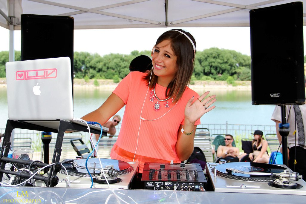 Lindsay Luv spinning at the 303 Magazine Pool Party.