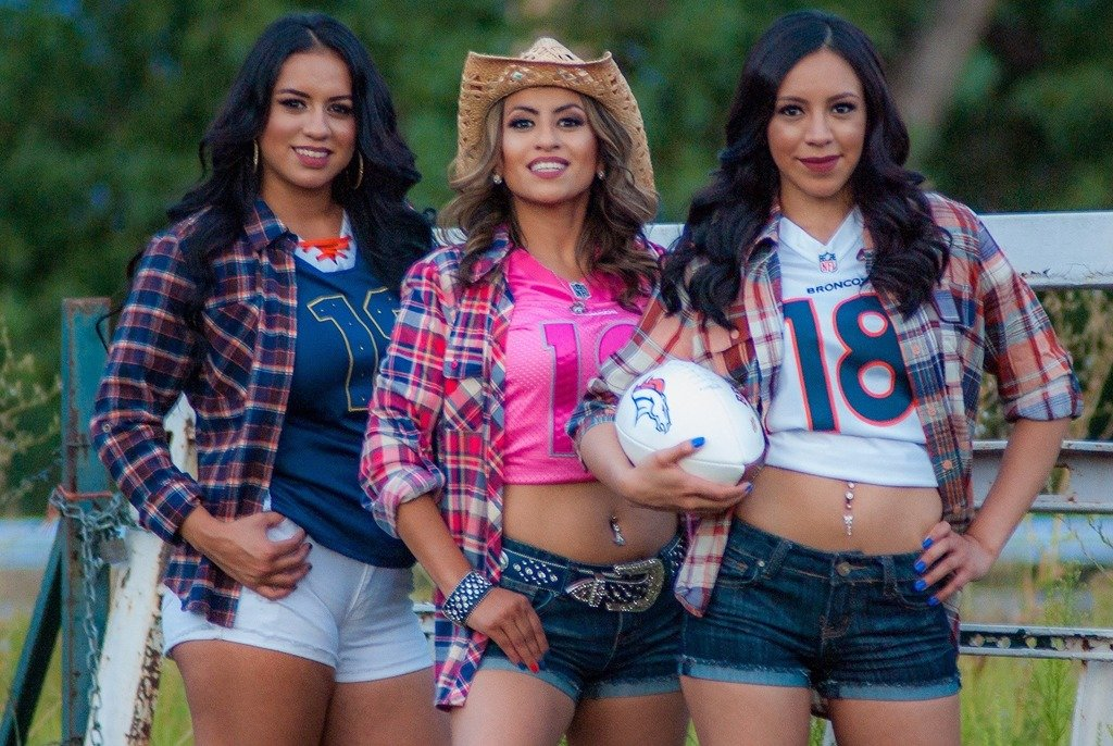 Angelica, Selena and Jasmine bringing country to the Mile High. Photo by Ken Tschappat.