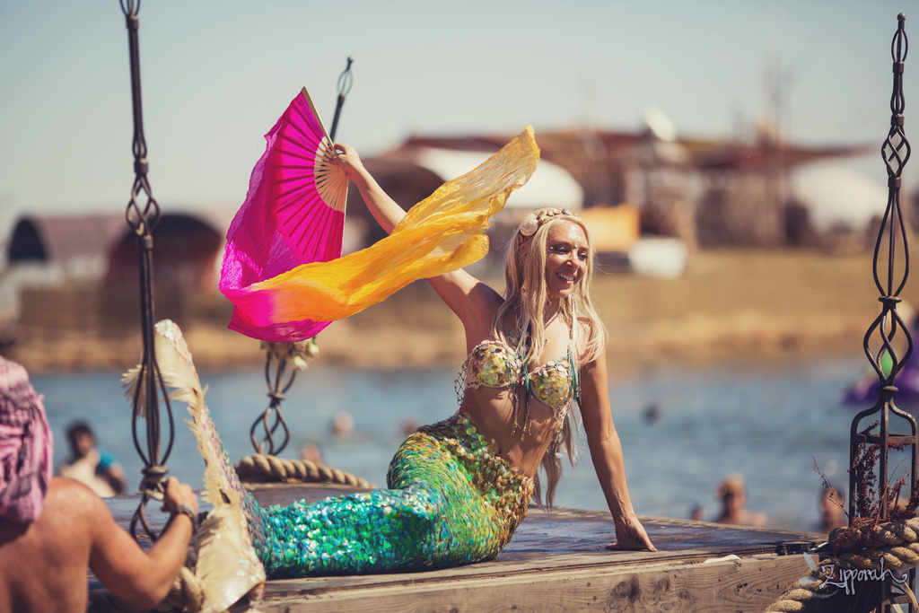 hannah mermaid, symbiosis, symbiosis gathering, george peele, 303 magazine, mermaid, professional mermaid