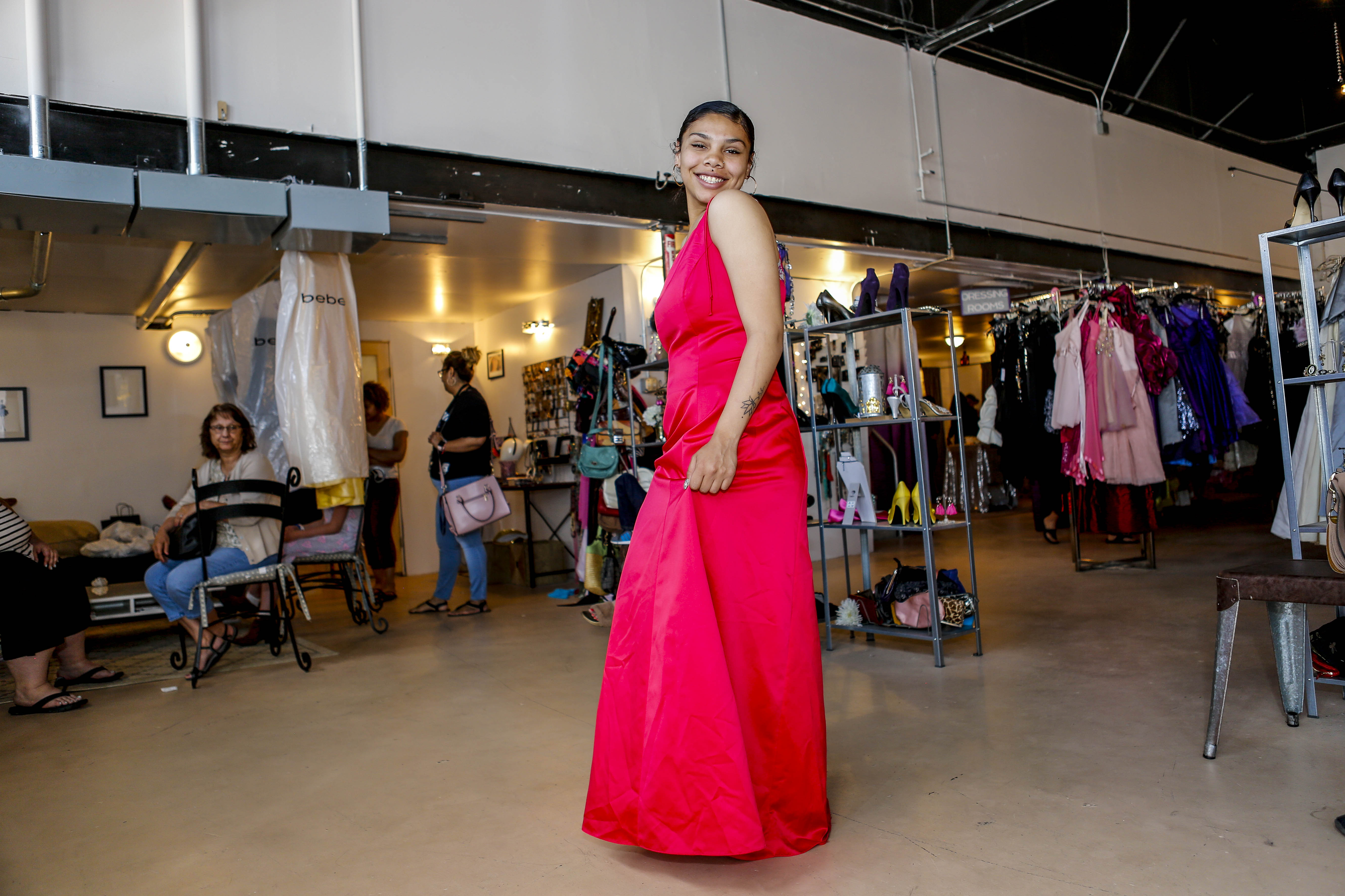Bella Boutique Gives Away Free Prom Dresses to Teens From Struggling ...