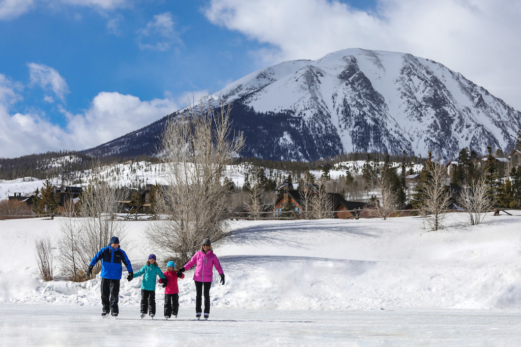 Ice skating in Silverthorne, Free outdoor winter fun